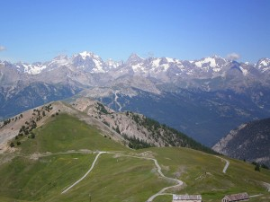Vue sur le Massif des Ecrins depuis le Fort des Gondrans (photo edouzery.free.fr)