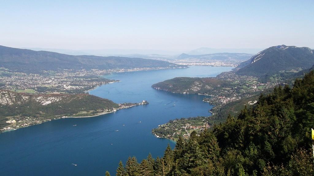 Vue du Lac d'Annecy depuis le Col de la Forclaz de Montmin (photo Alpes4ever)