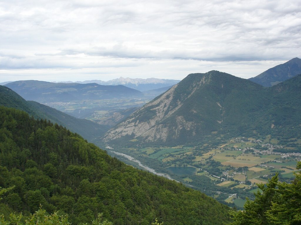 Vue sur le Valbonnais depuis le Col de Parquetout (photo de booh)