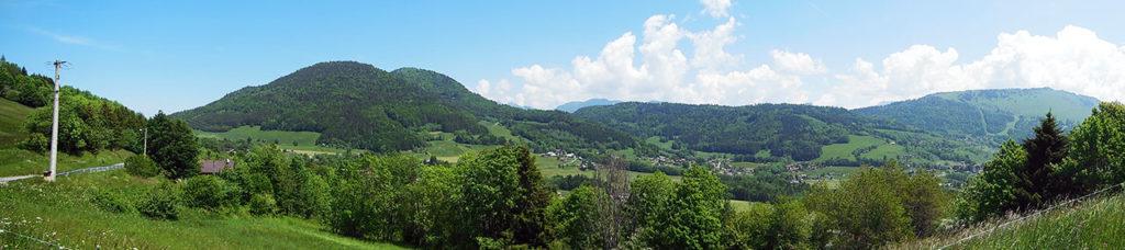 Au sommet, de gauche à droite, jolie vue sur le Mont Forchat, Habère-Poche et la Montagne d'Hirmentaz (photo Alpes4ever).