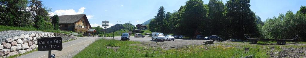Le panneau du col affiche 1117 m, le Club des Cents Cols le situe à 1120 m (photo Alpes4ever).
